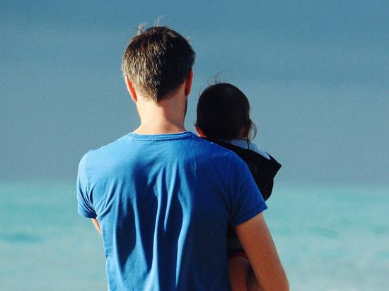 Отцы-одиночки объяснили, как им удается обходить закон