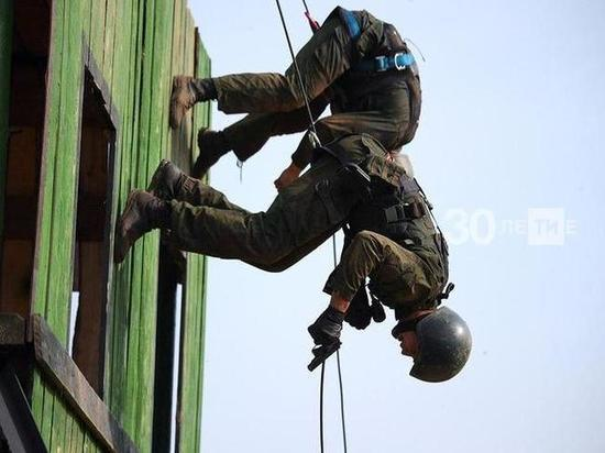 Всего заветный головной убор получили семь спецназовцев Росгвардии, причем претендовали на него 40 бойцов