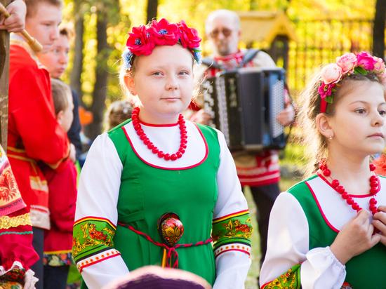 День пожилого человека в Хабаровске отметили ярким концертом
