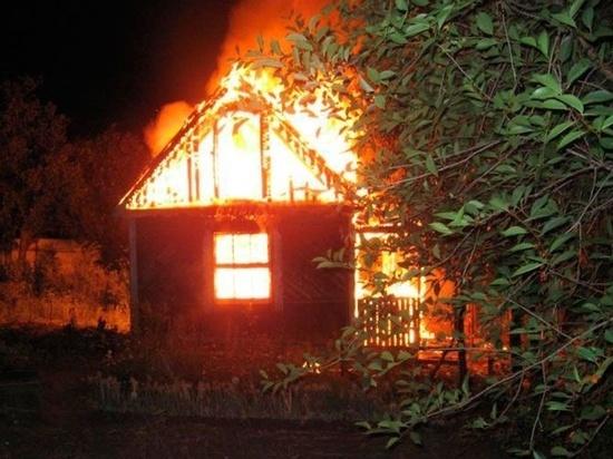 Ночью в Ивановской области сгорел частный дом с пристройками