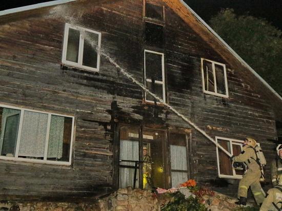 В Смоленске ночью хозяева в спешке покидали горящий трехэтажный частный дом