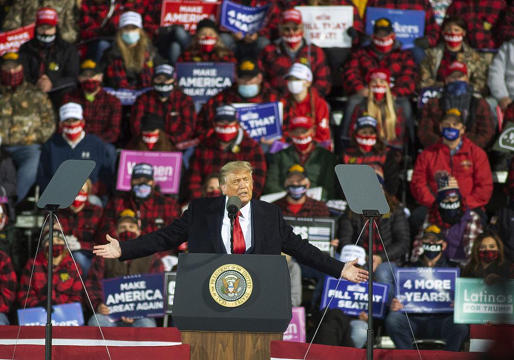 В толпе без маски: последние кадры Трампа, больного коронавирусом