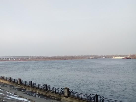 Нефтепродукты собрали с Волги в районе Бурнаковской низины