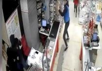 Охранник магазина в Усть-Куте отбился от вооружённых налётчиков продуктами