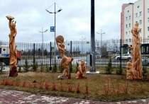 В Новом Уренгое появился сквер с деревянными скульптурами