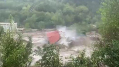 Во Франции горная река смыла жилые дома: кадры шторма