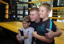 Чемпион мира по боксу Александр Поветкин провел мастер-класс в Геленджике