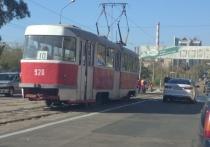 Как сообщают очевидцы, на данный момент идут работы по ремонту трамвайных путей на пересечении проспекта Павших Коммунаров и улицы Левобережной