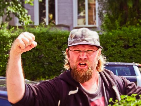 «Право имею» в Германии: Как бороться с оскорблениями соседей