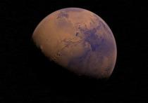 Крупной красноватой звездой на небосклоне, видной невооруженным глазом, станет Марс 6 октября, когда расстояние между ним и нашей планетой сократится до  62,1 млн км