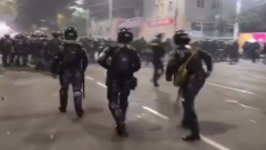Появилось видео беспорядков в Бишкеке: взрывают и стреляют