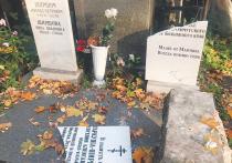 Надгробная плита на могиле советской актрисы театра и кино Евгении Гаркуши, которая в свое время дала пощечину самому Лаврентию Берии, была разбита посетительницей Новодевичьего кладбища, которой приспичило сходить по-маленькому