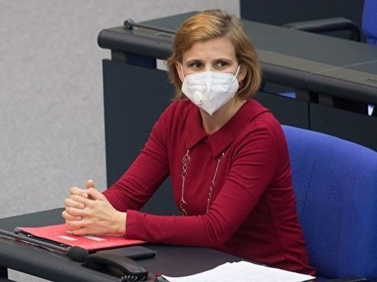 Германия: Депутатов Бундестага обязали надеть маски