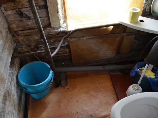 Жильцы аварийного дома в центре Новосибирска мерзнут без отопления