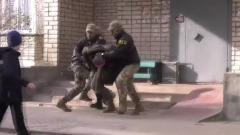 ФСБ опубликовала видео задержания российского военного за госизмену