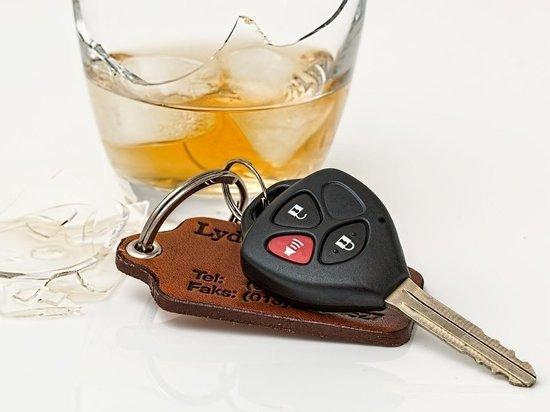 Пьяного водителя мопеда остановили дорожные полицейские в Середке