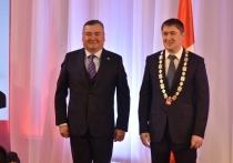 Валерий Сухих вручил Дмитрию Махонину знак губернатора