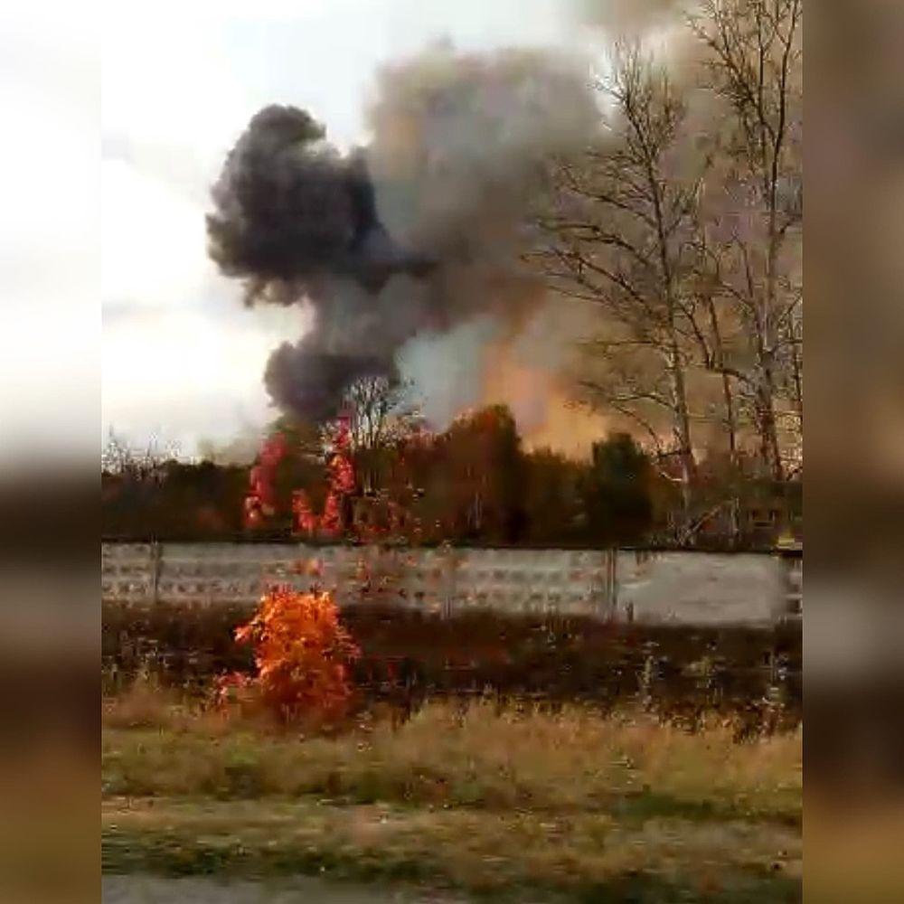 В Рязанской области загорелся склад боеприпасов: взрывные кадры