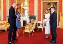 Супруга президента Украины Елена Зеленская сопровождала мужа на приеме в Букингемском дворце в среду