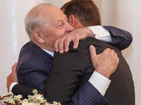 Евгений Куйвашев поздравил Эдуарда Росселя с 83-летием