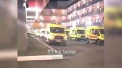 Гигантскую очередь «скорых» у инфекционки Казани сняли на видео