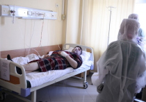 Заболевшие коронавирусом москвичи рассказали нам, как они переносят COVID-19