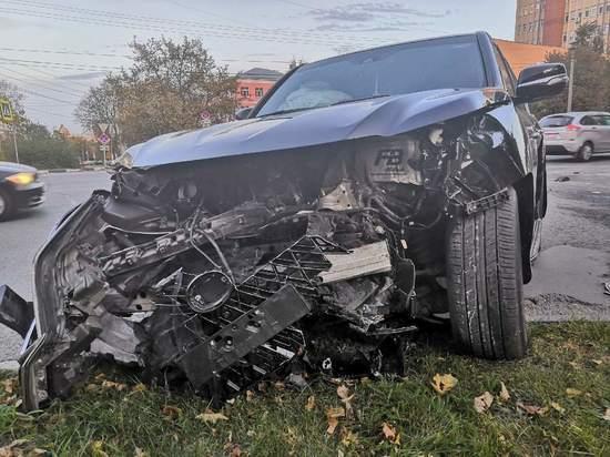 Три человека пострадали в аварии с Лексусом в Щекино