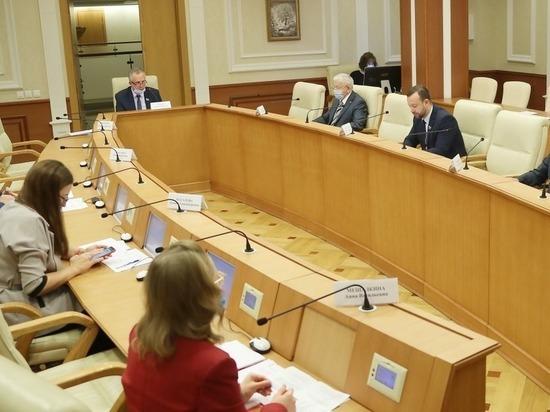 Депутаты намерены продлить полномочия области по рекламе в Екатеринбурге