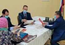 Депутаты Заксобрания Ямала встречаются с населением и помогают пенсионерам