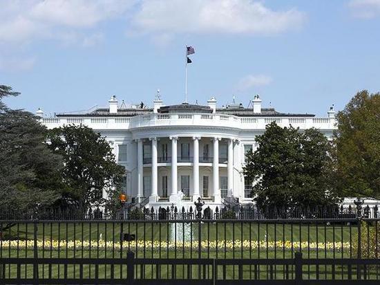 Среди работников резиденции президента США немало представителей группы риска