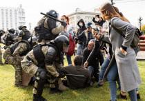 ОМОН применил силу к митингующим в Хабаровске