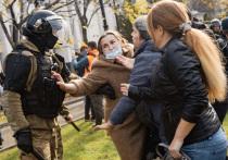 Силовики вытеснили митингующих с площади им. Ленина в Хабаровске