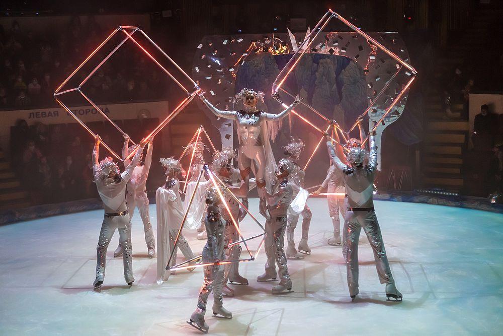 Донецкий цирк «Космос» открылся премьерой ледового шоу