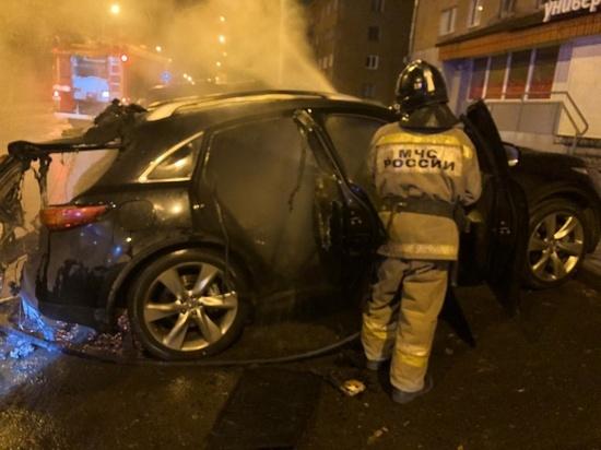 В Екатеринбурге ночью сгорело три автомобиля