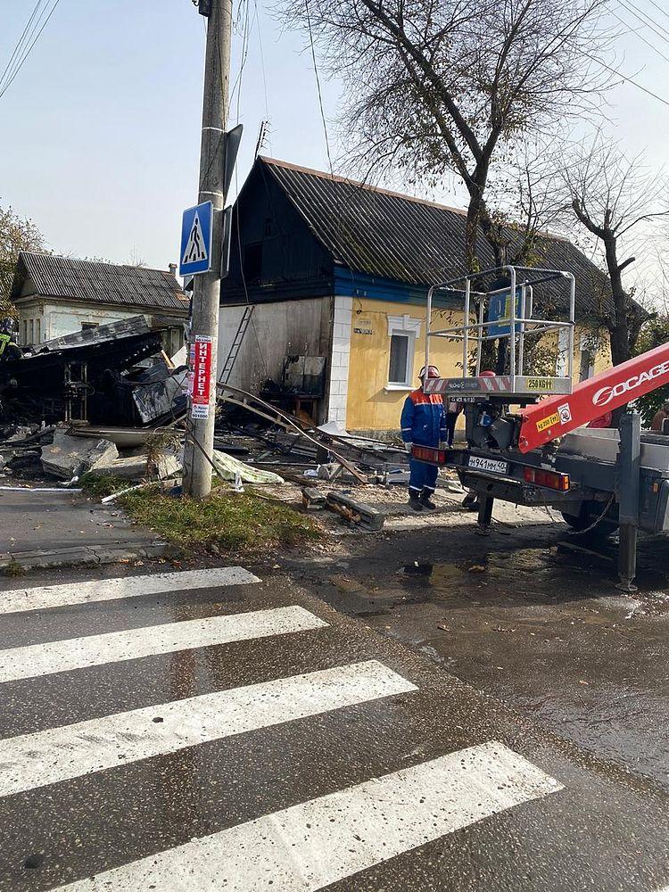 Первые кадры трагедии: в Калуге взорвался гараж с людьми