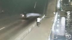 В Петербурге мотоциклист упал с разведенного моста в реку