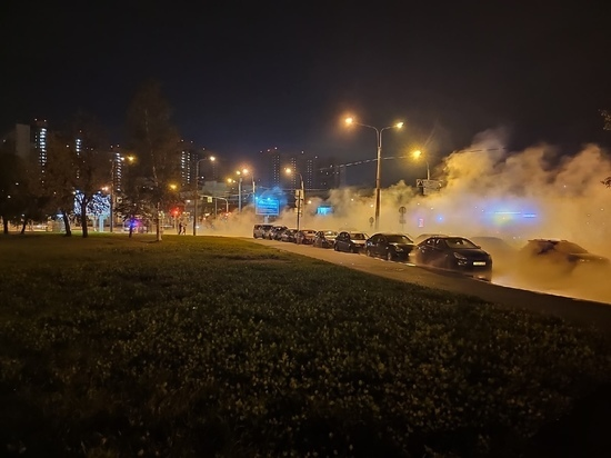 Прорвавшуюся на проспекте Космонавтов трубу починят только ночью