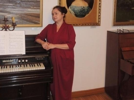 Костромские энтузиасты: упорная галичанка восстановила три старинных инструмента и по ходу дела выучила английский язык