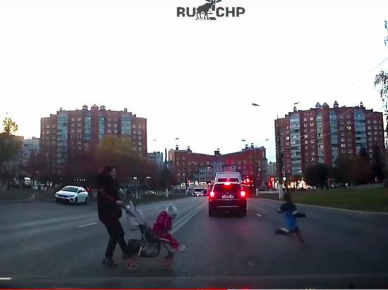 В Чебоксарах ребенок едва не погиб на дороге по вине матери