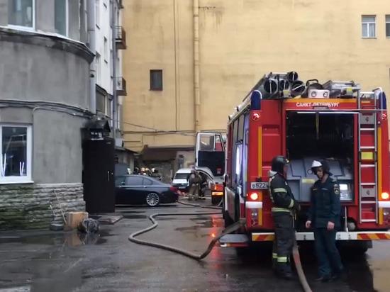 Бизнес-центр горел рядом с метро «Петроградская»