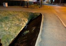 Жители Аксарки попросили ликвидировать опасный «обрыв» у тротуара
