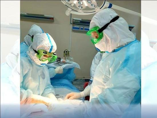 Врачи Ноябрьска прооперировали двух беременных женщин с COVID-19
