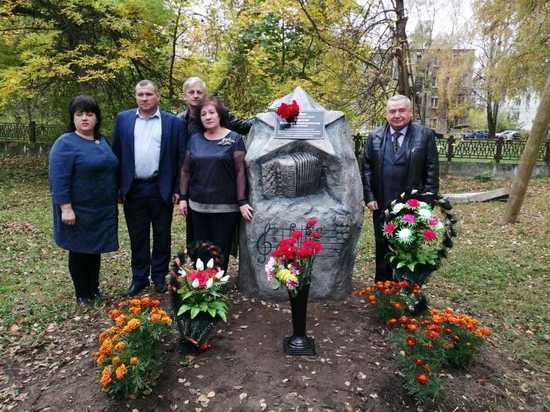 В Кимрах открыли памятный знак заслуженному работнику культуры Виктору Смирнову