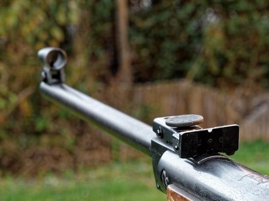 Мужчина расстрелял из ружья несколько человек в Борском районе