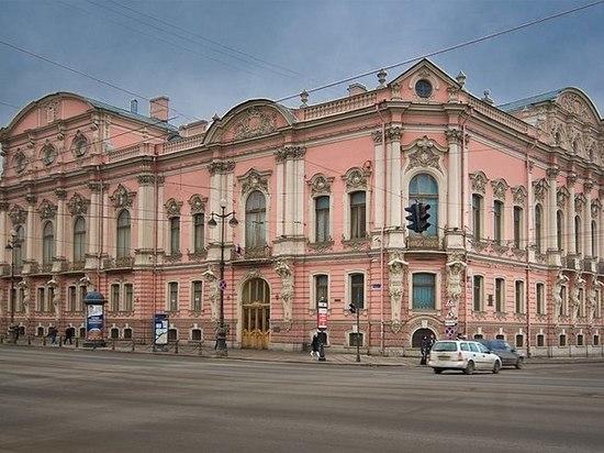 У Петербургского симфонического оркестра появился новый дирижер