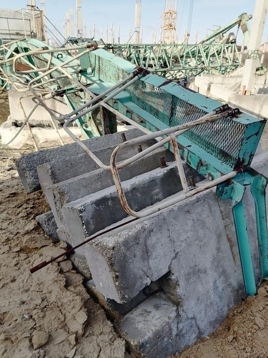 Следком проводит проверку по факту падения крана в Новом Уренгое