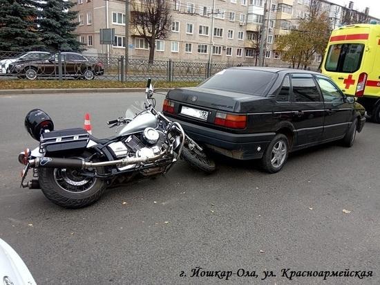 В Йошкар-Оле столкнулись иномарка и мотоцикл