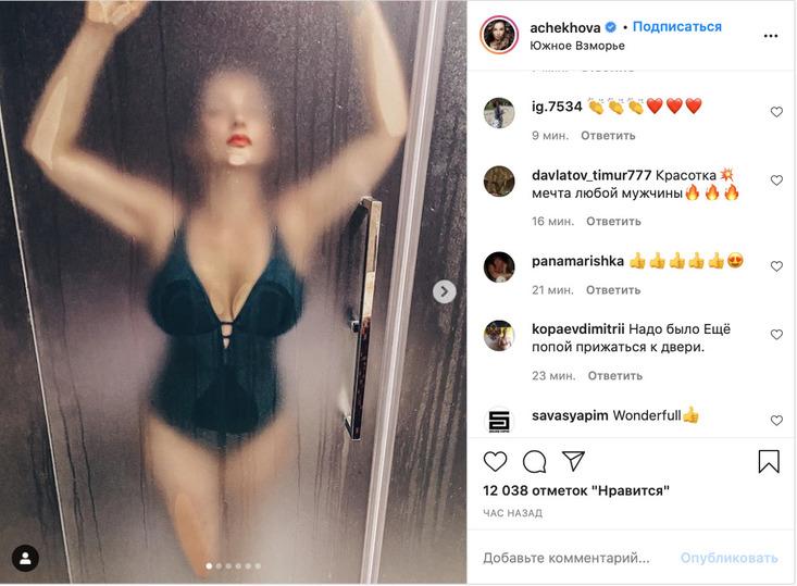 «Сногсшибательно»: мокрая грудь Анфисы Чеховой в душе сразила поклонников