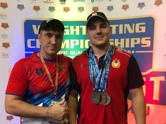 Кузбассовец Даниил Вагайцев завоевал три золотые медали на первенстве России по тяжелой атлетике