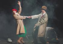 В театре «Школа современной пьесы» в день своего 66-летия режиссер Дмитрий Крымов выпустил спектакль «Все тут» по мотивам пьесы американского драматурга Торнтона Уайлдера «Наш городок»